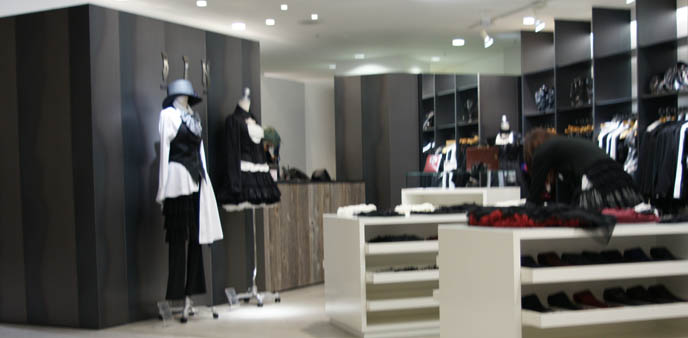 Black Peace Now store in Marui One Shinjuku, Elegant Gothic Lolita and Goth Aristocrat, kodona, boystyle J-rock clothes. Designer fashion, puff petticoats, bell shaped skirts, lace tops. Where to buy Japanese young men's and women's clothing, cute stores in Tokyo Japan, shopping map.
