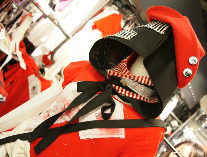 Guro lolita, blablahospital hospital red cross designer clothes, kera shop arena, punk and goth clothing in Japan, Kera magazine shopping, Visual Kei J-rock music store, band outfits. Japanese rock music record store in Shinjuku