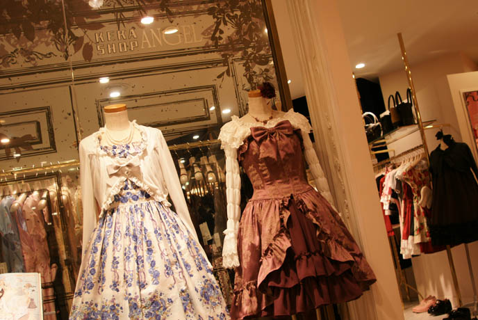 kera shop angel at new renovated marui one, moi meme moitie by Mana Sama, where to buy moi meme moitie in Tokyo japan. pretty lace Lolita dress sets, lace tops with cardigans, bows, flower skirts with with lace and built in corset.  ロリータ・ファッション frilly lolita daily fashion photos.