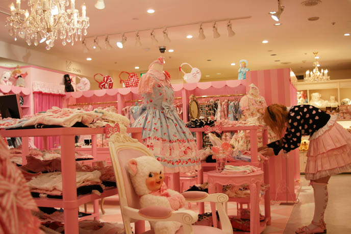 young girl's dream bedroom, barbie house. Angelic Pretty sweet lolita dresses, cute pretty JSK, one piece, jumpers, heart prints, pastel color Lolita dresses for young women and girls. Pink store, shelves, little girls bedroom design with toys. ロリータ・ファッション