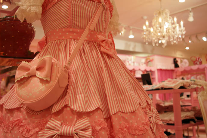 Angelic Pretty sweet lolita dresses, cute pretty JSK, one piece, jumpers, heart prints, pastel color Lolita dresses for young women and girls. Pink store, shelves, little girls bedroom design with toys. ロリータ・ファッション MaruiOne Marui Young shinjuku