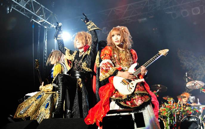 v-rock visual kei festival, JASMINE YOU MEMORIAL CONCERT: VERSAILLES, KAYA, MATENROU OPERA. REVIEWS & PHOTOS OF SHIBUYA VISUAL KEI JROCK CONCERT TO HONOR THE DEPARTED BASSIST. japanese rock music performance, hizaki, teru, guitarist of vk group versailles, shibuya o east, cause of death of jasmine you, visual kei hair makeup cosplay
