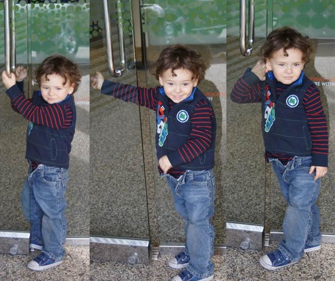 toddler trying to open door, funny kid photo, child silly dancing with arm out, little kid stuck between door, Pinkberry yogurt parlor, MELROSE & LA BREA. best frozen yogurt in los angeles.