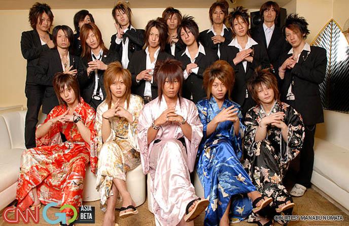 japanese host boys, host hair, tokyo host clubs staff photos, jrock hair, teased japanese mens hairstyles, japan male haircuts, hairdos in Asia, cool hip host boys,