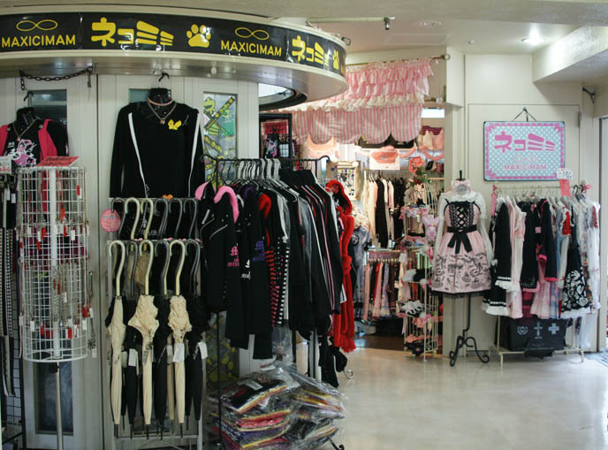 MAXICIMAM MA/MAM GOTHIC LOLITA BOUTIQUE IN HARAJUKU. INEXPENSIVE, AFFORDABLE EGL GOTH LOLITA CLOTHING, JAPAN BRAND. Ma Maxicimam punk and gothic, Mam Maxicimam cheap discount lolita fashion, and Nekomimi Maxicimam cats and ears cosplay outfits costumes