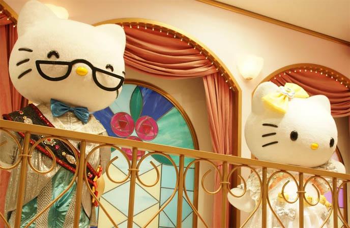 SANRIO PUROLAND, HELLO KITTY THEME PARK IN TOKYO, JAPAN. STRANGE KIDS AMUSEMENT PARK, HELLO KITTY RIDES, COSTUMES & MUSICAL PERFORMANCES. strangest theme parks in the world, hello kitty rainbow