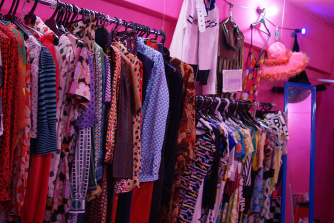osaka vintage clothing, weird strange bizarre japanese mascots, costumes in japan, RIDICULOUS STORE: AMERIKAMURA & SHINSAIBASHI SHOPPING, OSAKA'S HARAJUKU. WEIRD JAPAN LOVE HOTEL, store guide, women's clothing osaka shops, shopping map, osaka alternative punk goth fashion
