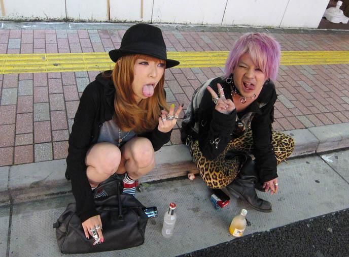 TOKYO CLUB TRAVEL GUIDE: MIDNIGHT MESS GOTH EBM INDUSTRIAL DANCE NIGHTCLUB. JAPAN NIGHTLIFE ENTERTAINMENT ACTIVITIES. GOTHIC LOLITA girls, egl, teen goths, gothic fashion boys, harajuku street style, japanese streets, fruits, kera magazine