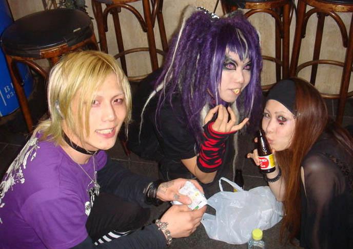 DJ Sisen makeup tutorial, how to, sisen purple hair wig, japanese boy with blond hair, cute japanese boys harajuku fashion, punk boys tokyo, STEAMPUNK IN JAPAN! KENNY CREATION: ELEGANT GOTH ARISTOCRAT FASHION, HARAJUKU MENS CLOTHING & STREET STYLE. where to buy punk clothes, shops, shopping in tokyo