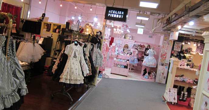 SWEET LOLITA SHOPPING IN TOKYO, JAPAN. LAFORET HARAJUKU: ANGELIC PRETTY, PUTUMAYO, NILE PERCH, ATELIER PIERROT. WOMEN'S CLOTHES, HAIR ACCESSORIES. cute kawaii elegant GOTHIC LOLITA CLOTHING FOR SALE, LAFORET HARAJUKU DEPARTMENT STORE. PUNK ALTERNATIVE BOUTIQUES, TOKYO CLOTHING STORES. gosurori, gothloli egl, shopping guide tokyo, japanese tokyo alternative punk clothes, women's designer brand clothing, department stores japanese labels