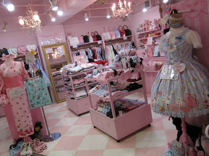 angelic pretty, jsk dresses, yutaka, straw hats heart purses, SWEET LOLITA SHOPPING IN TOKYO, JAPAN. LAFORET HARAJUKU: ANGELIC PRETTY, PUTUMAYO, NILE PERCH, ATELIER PIERROT. WOMEN'S CLOTHES, HAIR ACCESSORIES. cute kawaii elegant GOTHIC LOLITA CLOTHING FOR SALE, LAFORET HARAJUKU DEPARTMENT STORE. PUNK ALTERNATIVE BOUTIQUES, TOKYO CLOTHING STORES. gosurori, gothloli egl, shopping guide tokyo, japanese tokyo alternative punk clothes, women's designer brand clothing, department stores japanese labels