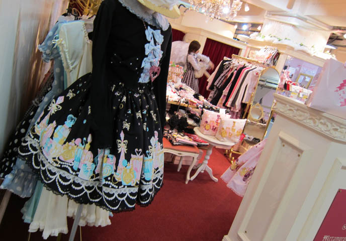 Metamorphose temps de fille, gothic lolita clothes for sale, online buying loli store, alice and the pirates, lolita fabric print, jsk dresses, cheshire cat clothes, SWEET LOLITA SHOPPING IN TOKYO, JAPAN. LAFORET HARAJUKU: ANGELIC PRETTY, PUTUMAYO, NILE PERCH, ATELIER PIERROT. WOMEN'S CLOTHES, HAIR ACCESSORIES. cute kawaii elegant GOTHIC LOLITA CLOTHING FOR SALE, LAFORET HARAJUKU DEPARTMENT STORE. PUNK ALTERNATIVE BOUTIQUES, TOKYO CLOTHING STORES. gosurori, gothloli egl, shopping guide tokyo, japanese tokyo alternative punk clothes, women's designer brand clothing, department stores japanese labels