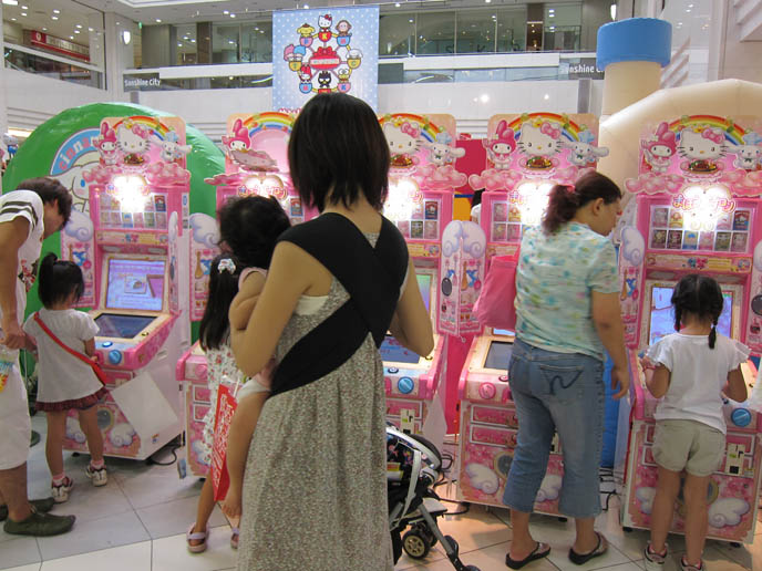HELLO KITTY SANRIO SHOPS IN TOKYO. SUNSHINE CITY IKEBUKURO SHOPPING CENTER, SANRIO KIDS FESTIVAL. Kawaii cute stationery, plush toys, where to buy hello kitty cheap goods, japan stores, sanrio puroland, theme park, kuromi, tuxedo sam, keroppi games