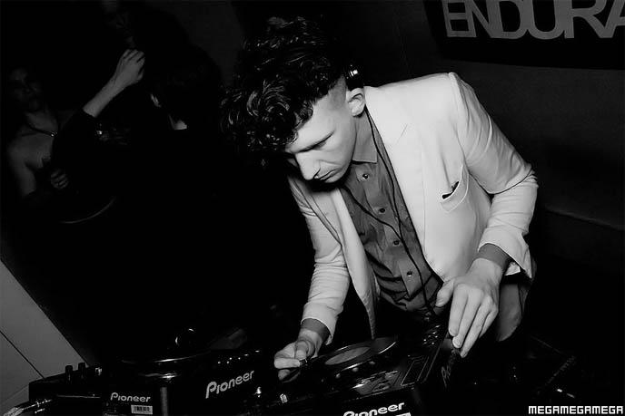 ebm clubs, mega mega mega photography, london club photos, electronic body music nightclub, parties, events in England, UK, aggrepo night, black white hipster photography, nightlife images, radio stream podcast goth darkwave, VERSAILLES ANNOUNCES BASS PLAYER REPLACING JASMINE YOU, NEW VISUAL KEI SINGLE. LONDON EBM NEW BEAT CLUB, ENDURANCE.