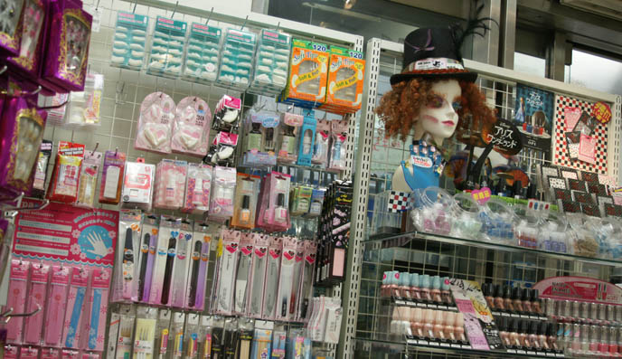 where to buy cheap, cool eyelashes in Tokyo, japanese false eyelashes, fake lashes stores, TOKYO FABRIC STORE: ODAKAYA, SHINJUKU. WHERE TO BUY JAPANESE FAKE EYELASHES, LOLITA ANIME COSPLAY WIGS, FEATHER BOAS, NAIL POLISH. costume wig halloween, visual kei makeup brands, drag queen outfits, trimmings ribbon lace in japan, cool fabrics sparkly, jrock wig