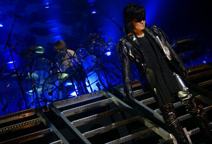 JROCK BANDS CONCERT REVIEWS, VISUAL KEI LIVE PERFORMANCES & SHOWS IN TOKYO, JAPAN & AMERICA. Downloads mp3s j-rock music, jrockers musicians groups, versailles, moi dix mois, dir en grey, miyavi, d'espairsray, deluhi, malice mizer, x japan, tickets for concerts usa and canada goth metal rock japanese