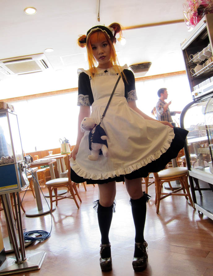 famous japanese cosplayers_CUTE JAPANESE MAIDS AT AKIHABARA MAID CAFE, SCHOOL THEMED RESTAURANT IN TOKYO. FAMOUS ...