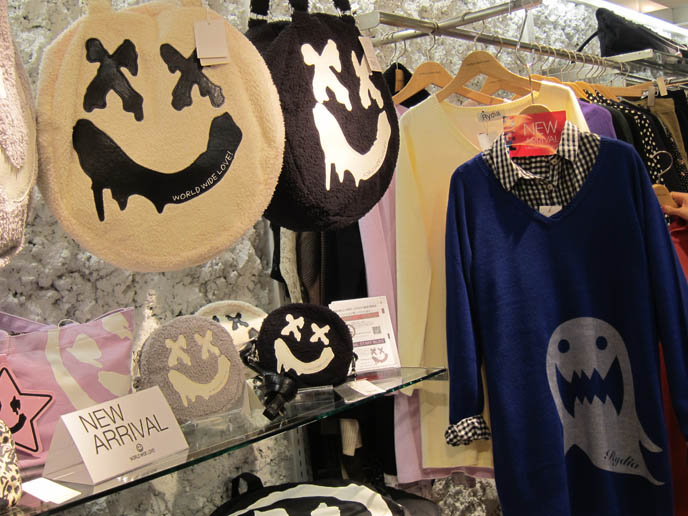 CUTE GHOST purse, accessories, bags JAPANESE MENS PUNK CLOTHING. MALKO MALKA, SUPER LOVERS, PEACE NOW, ALGONQUINS. JAPAN STREETWEAR BRANDS. COOL TRENDY japan clothes, FAIRY KEI & CUTE GIRLS ACCESSORIES IN TOKYO: LAFORET HARAJUKU DEPARTMENT STORE GUIDE. NEO, CURE VISUAL KEI MAGAZINE. SWEET & ELEGANT GOTHIC LOLITA STORES, FASHION SHOPPING IN LAFORET HARAJUKU. COOLEST BEST CLOTHING SHOPS, TOKYO JAPAN. HARAJUKU SHOPPING GUIDE: TOKYO GOTHIC LOLITA PUNK SHOP PHOTOS, menswear CLOTHING STORES. buy online korean fashion, japan retailers wholesale