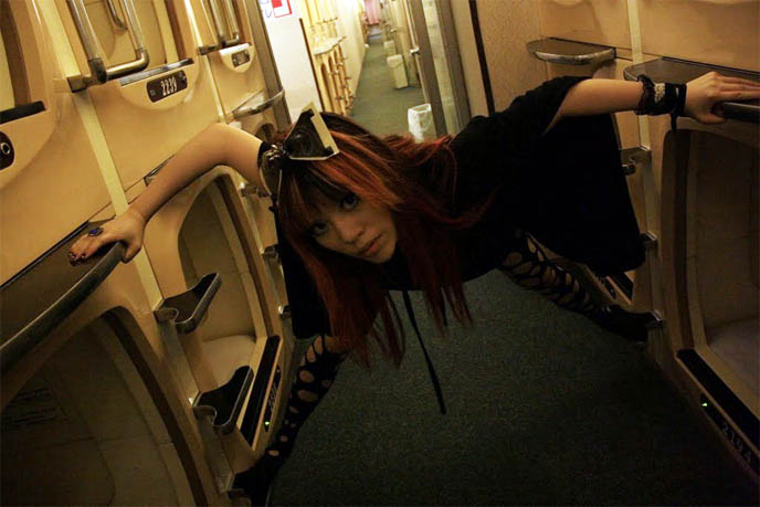 CAPSULE HOTEL, TOKYO JAPAN: COFFIN-SIZED ROOM FOR BUSINESSMEN TO SLEEP. PHOTOS OF JAPANESE CAPSULES. カプセルホテル, how to stay in japanese capsule hotel, renting room, cheapest hotels in shinjuku, best hotels backpackers, ari behn, husband of Princess Märtha Louise of Norway, ARI OG PER, tv show hosts male, PRINCE OF NORWAY. travel host tv, Ari og Per NRK, Per Heimly. Prince of Norway, NRK Programmer, famous Norwegians, travel tv show, european tv hosts, japanese pop culture, weird japan